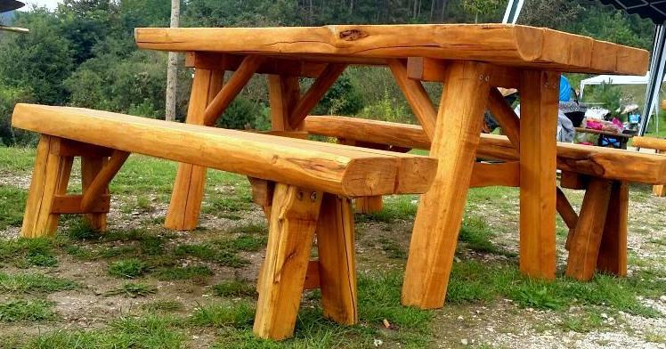 Parkba pad asztallal