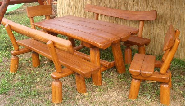 Kerti rönkpad támlás székekkel