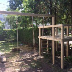 Fa köré épített egyedi játszótorony