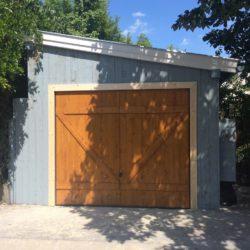 Billenő ajtós garázs